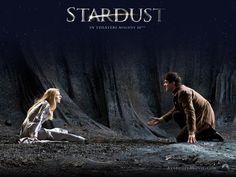 Stardust è un film del 2007 diretto da Matthew Vaughn, tratto dal romanzo omonimo di Neil Gaiman, sebbene siano molteplici le differenze tra libro e film