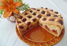 Gyümölccsel és krémmel töltött rácsos torta