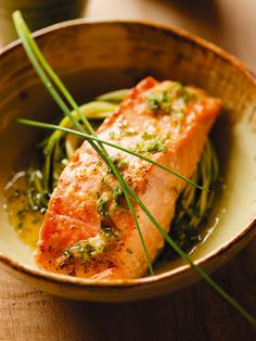 Baked salmon fillet with ginger vinaigrette – Foods White Fish Recipes, Baked Salmon Recipes, Sin Gluten, Salmon Fillets, Filets, Crockpot, Confort Food, Good Food, Yummy Food