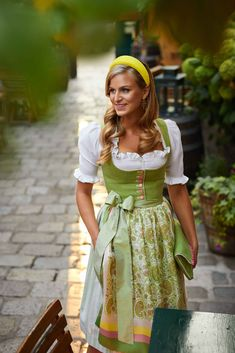 Beer Maid, Alpine Style, Dirndl Dress, New Wardrobe, Traditional Outfits, Black Metal, Lace Skirt, Paisley, Costumes