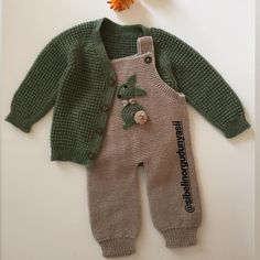 Baby Sweater Knitting Pattern, Baby Boy Knitting, Knitting Designs, Sweater Knitting Patterns, Baby Girl Sweaters, Knitted Baby Clothes, Crochet For Kids, Crochet Baby, Woolen Clothes