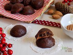 ostaccioli ripieniSemplici da fare e molto golosi i mostaccioli ripieni sono uno di quei dolci da non perdere! Cookie Desserts, Cookie Bars, Cookie Recipes, Dessert Recipes, Italian Cookies, Italian Desserts, Gelato, Nutella, Cheesecake