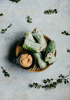 Spring rolls with crabs, cucumbers and spicy mayonnaise - All Salad Types and Recipes Food Photography Styling, Food Styling, Mayonnaise, Veggie Sandwich, Duck Sauce, Asian Recipes, Ethnic Recipes, Healthy Recipes, Greens Recipe