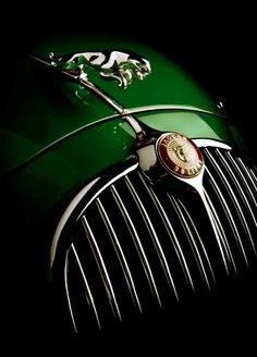 Jaguar Mark 2    4 Door Sports Saloon   3.8L Straight 6250hp   Produced between 1959 - 1967