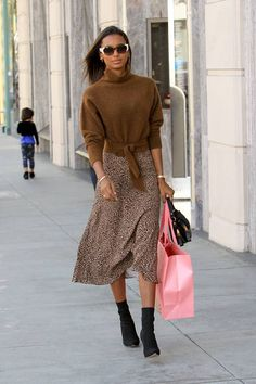 Jan 2020 - If you're looking for new outfit ideas to wear with black ankle boots, check out these celebrity outfits now. Celebrity Outfits, Celebrity Style, Autumn Street Style, Fall Outfits, Fashion Outfits, Womens Fashion, Style Fashion, Looks Dark, Fashion Clothes