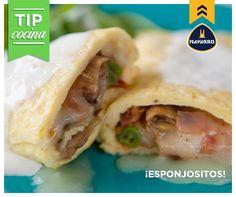 Para que los omelettes queden esponjosos te damos un tip: bate los huevos agregando un poquito de leche. ¡Quedarán deliciosos!
