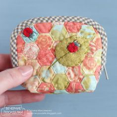 Cosmetic Bag of Linen Tutorial ~ DIY Tutorial Ideas! Diy Pouch Tutorial, Cosmetic Bag Tutorial, Clutch Tutorial, Makeup Bag Tutorials, Diy Makeup Bag, Makeup Pouch, Quilt Tutorials, Sewing Tutorials, Sewing Patterns
