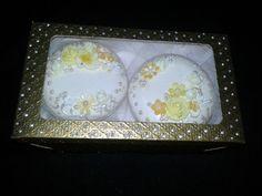 Caixinha com dois sabonetes decorados