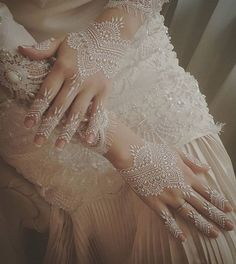 Wedding Henna Designs, Henna Tattoo Designs, Mehndi Designs, Henna Mehndi, Henna Art, Mehendi, White Henna Tattoo, Henna Kunst, Malay Wedding