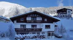 Apart-Pension Resswald Berwang Located at 1,336 metres above sea level in Berwang, Pension Resswald is just 300 metres from the ski lift into the Zugspitz Arena ski area. Guests can relax in a sauna.