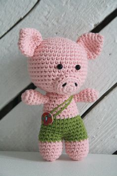 Cerdito/Puerquito Amigurumi (15cm altura) - Patrón Gratis en Español aquí: http://www.lilleliis.com/free-patterns/little-pig-spanish/  English Pattern -little Pig here: http://www.lilleliis.com/free-patterns/little-pig/