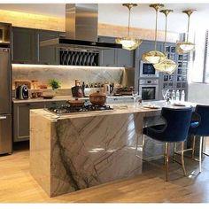Choosing New Kitchen Cabinets Modern Kitchen Interiors, Home Decor Kitchen, Home Kitchens, Kitchen Dining, American Kitchen, Best Kitchen Designs, New Kitchen Cabinets, House Rooms, Living Rooms