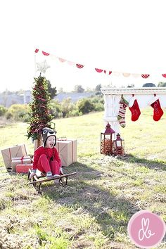Outdoor Props For Christmas Photos Like This Idea
