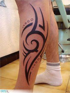 tatouage tribal homme mollet Leg Band Tattoos, Hand Tattoos, Sleeve Tattoos, Phrase Tattoos, Tatoos, Tribal Art Tattoos, Tribal Tattoo Designs, Girl Side Tattoos, Tattoos For Guys