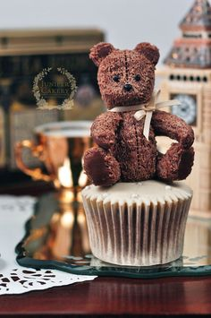 Make a cute teddy bear from modeling chocolate - Craftsy tutorial