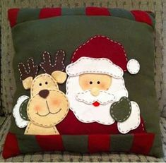 Christmas Cushions, Christmas Pillow, Felt Christmas, Christmas Time, Christmas Stockings, Christmas Ornaments, Green Christmas, Christmas Applique, Christmas Sewing