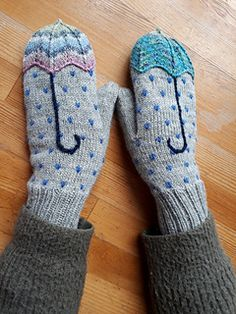 Ravelry: mimouna's Jenter fra Bergen – Knitting Crochet Baby Mittens, Knit Mittens, Knitted Gloves, Knitting Socks, Baby Socks, Baby Knitting Patterns, Knitting Stitches, Crochet Patterns, Start Knitting