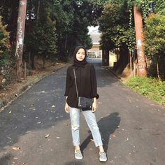 hijab casual hijab casualYour scarf is the most important part while in the apparel of ladies with Hijab Casual, Ootd Hijab, Hijab Simple, Casual Ootd, Ootd Classy, Simple Ootd, Ootd Chic, Hijab Jeans, Modern Hijab Fashion