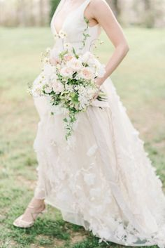 Photography : Elizabeth Fogarty Read More on SMP: http://www.stylemepretty.com/virginia-weddings/2016/08/09/spring-floral-wedding-inspiration/
