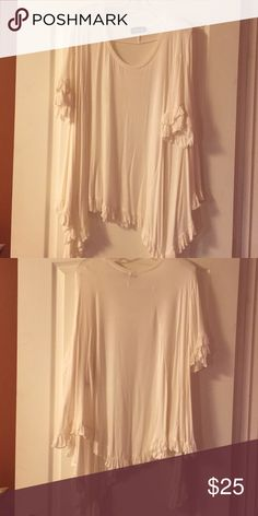 Basically Me Short sleeve white shirt! Basically Me Short sleeve white shirt! Great condition! Very comfortable and flowing! Tops Blouses