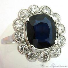 Exceptionnelle bague ancienne en platine saphir et diamants de type Pompadour http://www.bijoux-bijouterie.com/bagues-saphirs/1954-exceptionnelle-bague-ancienne-en-platine-saphir-et-diamants-de-type-pompadour-1383.html  #bague #mariage #vintage