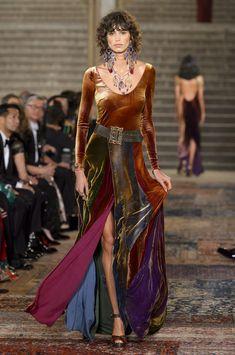 Ralph Lauren at New York Fashion Week Fall 2018 - Runway Photos Fall Fashion Trends, Fashion Week, New York Fashion, Autumn Fashion, Womens Fashion, Fashion Tips, Fashion Design, Boho Fashion, Ralph Lauren