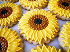 Sunflower Cookies~ By oh sugar, yellow Best Sugar Cookies, Fancy Cookies, Sunflower Cookies, Fondant Cookies, Cupcakes, Birthday Cookies, 7th Birthday, Baking Business, Dessert Decoration