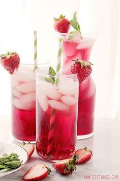 Thé glacé pétillant à la fleur d'hibiscus