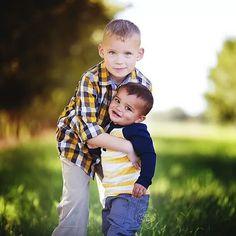 A little brother love... :) #tararubyphotography #elpaso #elpasophotographer #child #childphotography #childphotographer #blmommymagazine #bumpsocietymember #napcp #withmytamron #teamcanon