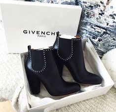Saltos discovered by Karolaine on We Heart It Heeled Boots, Bootie Boots, Shoe Boots, Ankle Boots, Shoes Heels, Shoe Bag, Bootie Heels, Shoes Sneakers, Cute Shoes