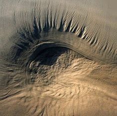 Eye in the Sand amazing emotive nature land art Art Et Nature, Science And Nature, Aerial Photography, Nature Photography, Cool Pictures, Cool Photos, Vida Natural, Amazing Nature, Belle Photo
