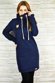 Kleid Nike Damen: Gr.32-58 Was anspruchsvoll aussieht, ist in Wirklichkeit einfach genäht. Das Kleid kann aus Sweat oder auch Jersey genäht werden. Die Erwachsenenversion hat eine schmale Variante in Größe 32 bis 44 und eine weite Variante in Größe 32 bis 58 im Gepäck. Mit im Schnitt sind: * Kapuze * Schalkragen * Halsausschnitt mit Belegen * Ballonversion * gerade Version * A- Linie * A4- und A0- Format Es ist für jeden etwas dabei! Schnell und einfach genäht und...