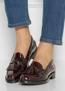 Tod's Polished Leather Loafers - Tip of the Day: A Sneaky Alternative to Suspenders via Oxford Shoes Outfit, Casual Shoes, Dress Shoes, Dress Clothes, Ladies Clothes, Men Dress, Cute Shoes, Me Too Shoes, Shoe Boots