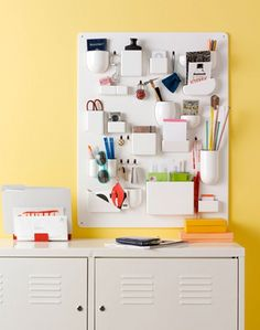 I absolutely adore office supplies...whenever its time for a new semester i'm always excited to stock up on pens and notebooks...this awesome organizer would b perfect...if only if only