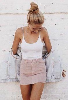 Street style look com body branco e saia rosa. - - Street style look com body branco e saia rosa. Look Fashion, Skirt Fashion, Womens Fashion, Fashion Ideas, 90s Fashion, Latest Fashion, Feminine Fashion, Fashion Styles, Fashion Dresses