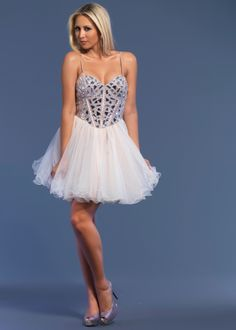 This is a short dress that I would actually wear to prom! So pretty. #thepromdresses