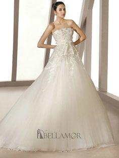 pure robe blanche avec jupe en tulle
