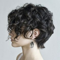 Love her hair what! can my hair DO that? Helena Christensen - style icon for like ever! love her hair here! love her hair Hair Col. Curly Pixie Cuts, Girl Haircuts, Cute Hairstyles For Short Hair, Curly Hair Styles, Long Pixie, Shag Hairstyles, Pixie Bob, Pixie Wavy Hair, Long Haircuts