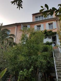 Un été à Nyons, dans la Drôme Table D Hote, Camping, Mansions, House Styles, Plants, Home Decor, Romantic Homes, Family Vacations, Campsite