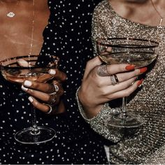 sparkle glitter champagne martini christmas party bet friends - Gifts and Costume Ideas for 2020 , Christmas Celebration Five Jeans, Foto Fashion, 90s Fashion, Fashion Mode, Party Fashion, Womens Fashion, Fashion Clothes, Fashion Outfits, Boujee Aesthetic