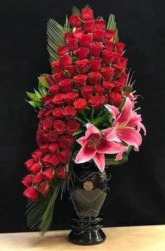 Hotel Flower Arrangements, Valentine Flower Arrangements, Beautiful Bouquet Of Flowers, Beautiful Roses, Beautiful Flowers, Hotel Flowers, Rose Flower Wallpaper, Happy Birthday Flower, Deco Floral