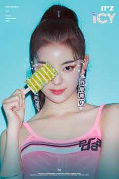 ITZY is preparing to release their first mini-album 'IT'Z ICY' and Lia is the next member to release her teaser images! The rookie… Kpop Girl Groups, Korean Girl Groups, Kpop Girls, J Pop, Rapper, Sana Momo, Programa Musical, Soyeon, Mamamoo