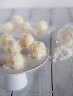 White Chocolate Coconut Truffles - super easy truffles that melt in your mouth! Perfect for holiday desserts, cookie exchanges, or just because!