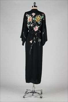 vintage 1920s robe . black silk crepe . embroidered kimono style . 3312