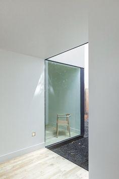 Mellem kontor og stue eller soveværelse og stue TP-H Residence / Jermyn Manthripragada