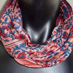 Roze sjaal met bloemprint