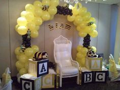 51 Trendy Ideas For Baby Shower Decorations Unisex Bumble Bees Baby Shower Chair, Baby Shower Photo Booth, Baby Shower Fun, Baby Shower Themes, Shower Ideas, White Baby Showers, Baby Shower Yellow, Baby Bumble Bee, Bumble Bees