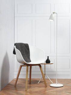 Moderne Stehlampe Nexus Weiß - stilvoll für jeden Raum wie Schlafzimmer oder Wohnzimmer