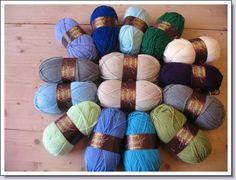 15 bollen special dk van style craft om een granny deken van te haken . Blauw ~ groen tinten
