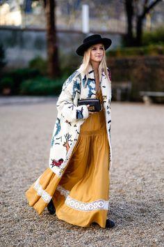 Así llevan las fashionistas por el día los vestidos de noche- ElleSpain